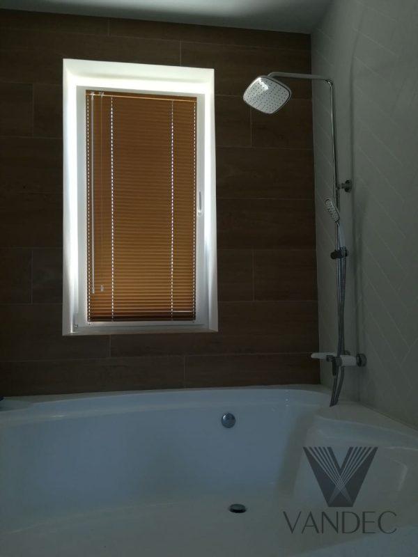 Горизонтальные алюминиевые жалюзи 25мм для ванной комнаты