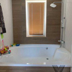 Алюминиевые жалюзи 25мм для ванной комнаты