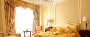 Стильные шторы в спальню